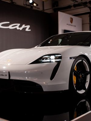 Anteprima Porsche Taycan