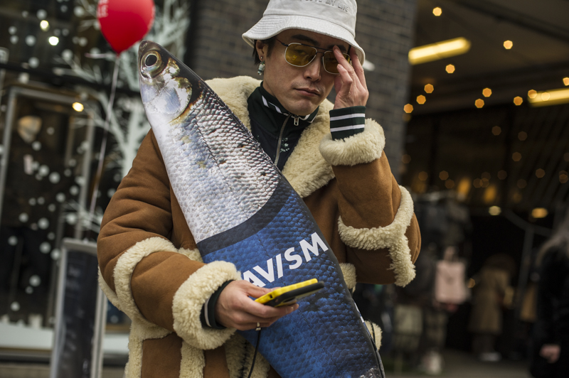 All the best street style look from last London Man Fashion Week Autumn/Winter 2019. Street style at London Fashion week.