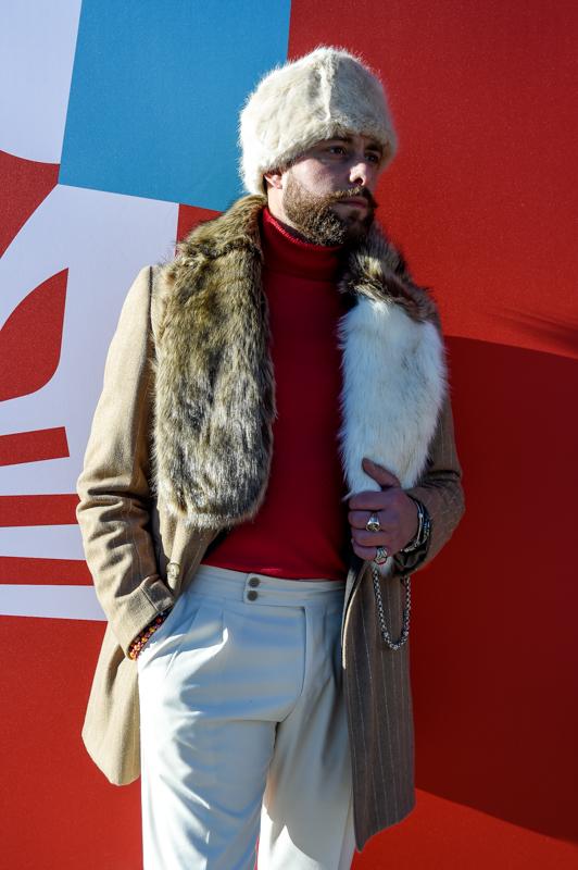 La pelliccia, capo molto spesso contestato, per la moda di questo autunno inverno torna protagonista. E lo fa trionfando nel guardaroba maschile.