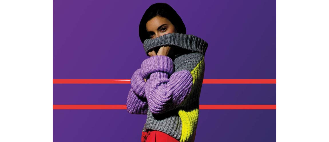 Electric Girl. Winter 2018-19 has strong hues to contrast the city's greyness Fluo symmetries with one target: bring oneself out.
