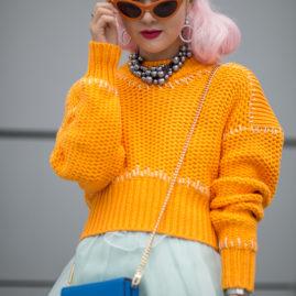 Street style Seoul fashion week.