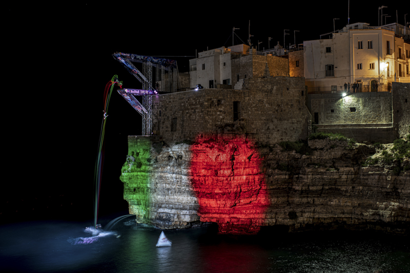 Red Bull Cliff Diving World S. it's a competition where, the best cliff divers, dive in free fall from a height of 27 meters performing extraordinary stunts