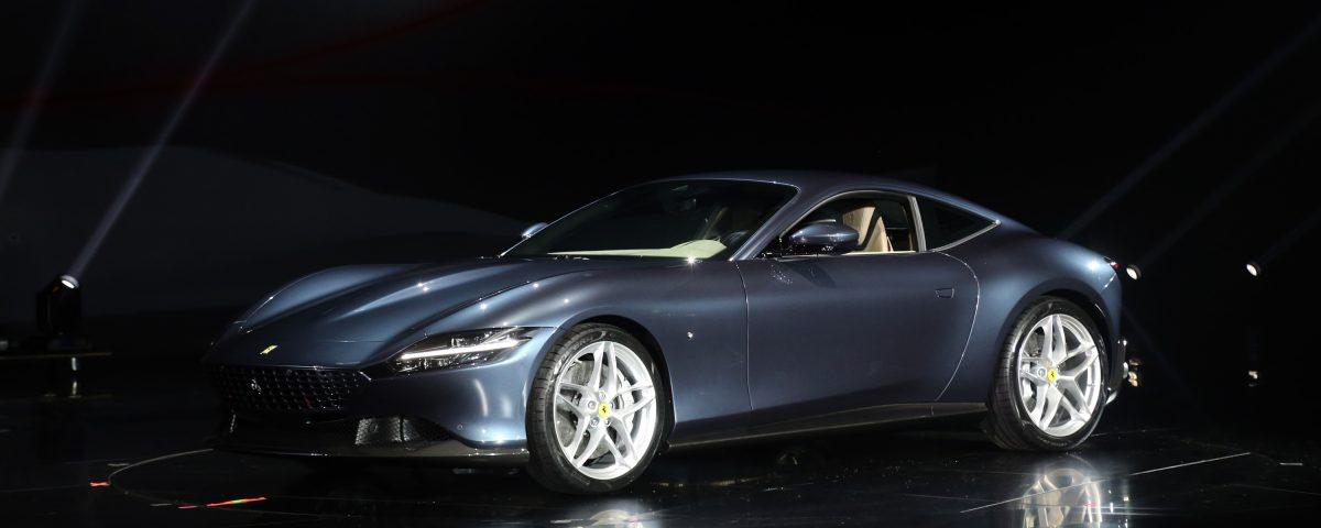 La casa di Maranello, rispolvera il coupé e presenta la Ferrari Roma, vettura raffinata ed unica dal design senza tempo e stile italiano.