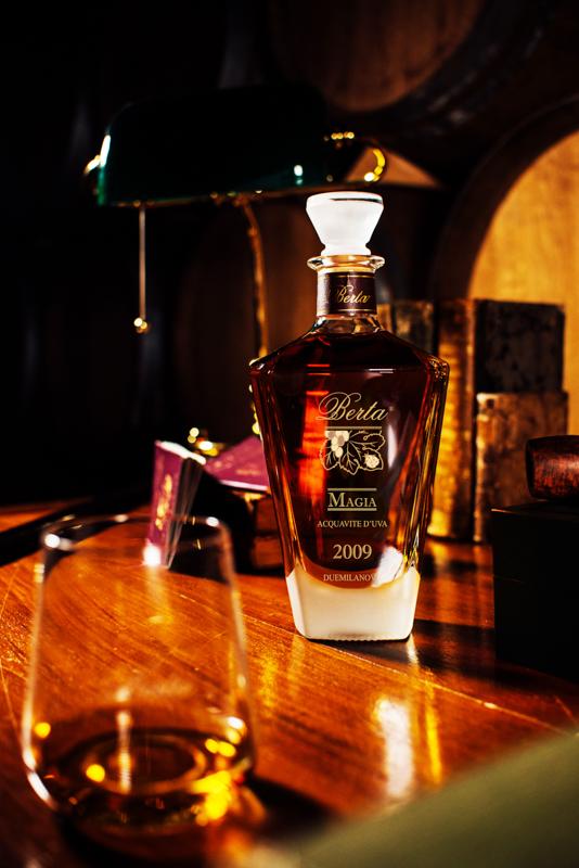 Distillerie Berta si distingue per essere stata la prima a sperimentare e perfezionare l'invecchiamento della grappa in botti di legno.
