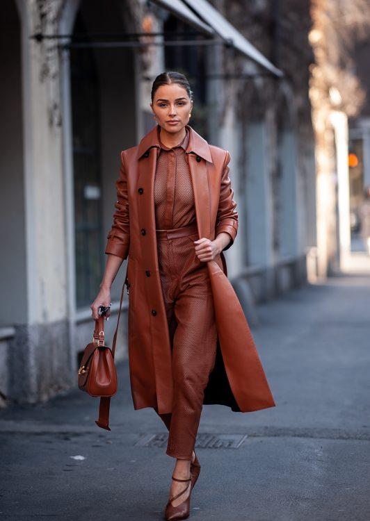 Milano Fashion Week arriva nuova tendenza in materia di colori per l'autunno - inverno 2020/2021. Il marrone, con le sue numerose sfumature, e il caramello.