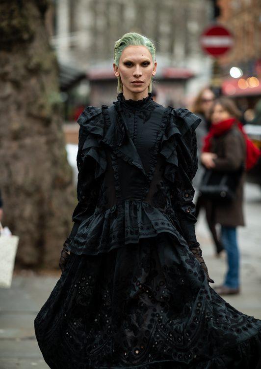 Londra, durante la fashion week, dimostra di essere ancora una volta la città in cui lo street style costituisce una vera e propria fonte di ispirazione