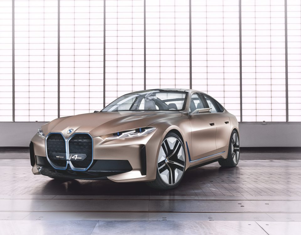 BMW is now oriented to produce vehicles zero emissions. Future of electric mobility, will be modelled on the technology edrive. There'll be also BMW i4