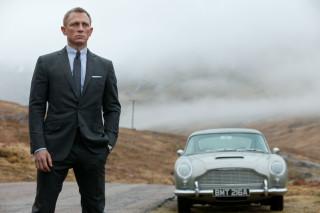 """Nei film dedicati a 007,la moda è sempre protagonista.Ciò già traspariva nei romanzi di Ian Fleming, dove """"James Bond"""" veniva descritto con stile preciso"""