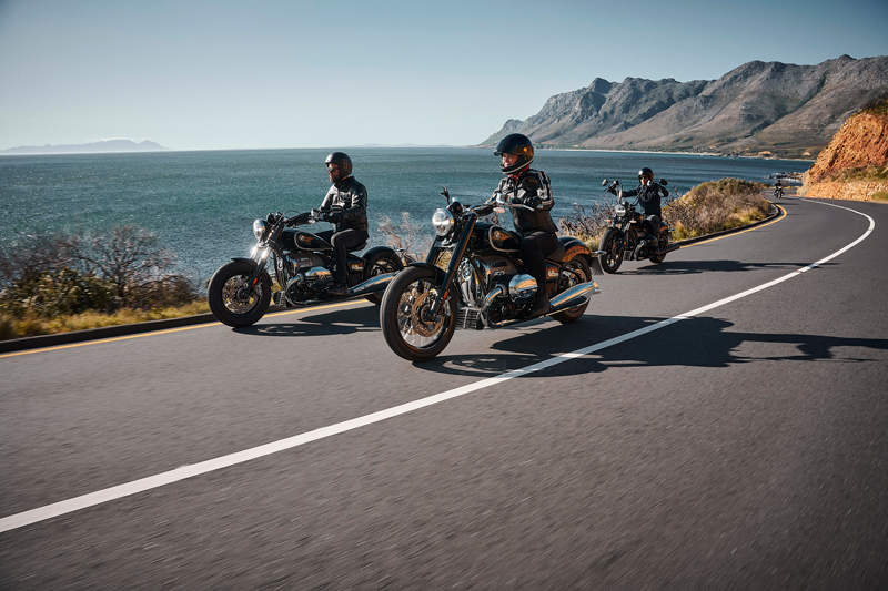 "With R 18 BMW Motorrad now enters the segment of ""cruiser"", returning to that tradition of historic BMW bikes as never had happened in past."