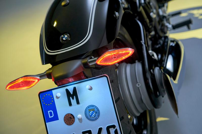 """Con la BMW R 18 BMW Motorrad entra nel segmento delle """"cruiser"""" ritornando a quella tradizione delle moto storiche BMW come mai era accaduto in passato."""