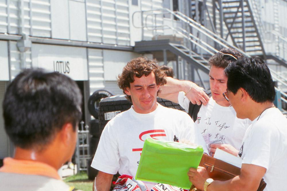 26 anni fa Ayrton Senna, moriva. La scia che ha lasciato dietro di sé è visibile ancora oggi.