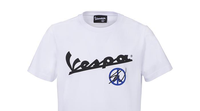 """Fedele ai suoi ideali di libertà di movimento e """"joie de vivre"""", Piaggio presenta Vespa Primavera Sean Wotherspoon e Vespa 946 Christian Dior."""