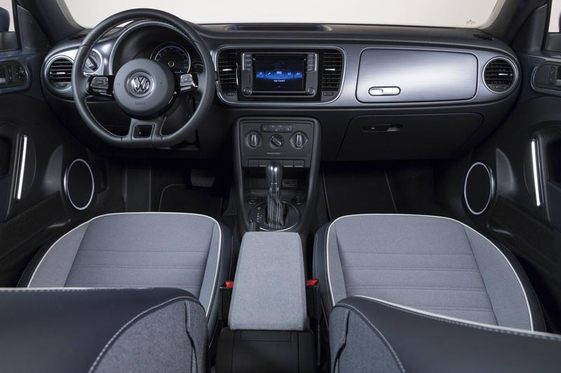 La ricercatezza del Denim è tale che Volksvagen e Mazda hanno voluto omaggiare l'iconico tessuto dedicandogli, ciascuno, uno dei suoi noti modelli.