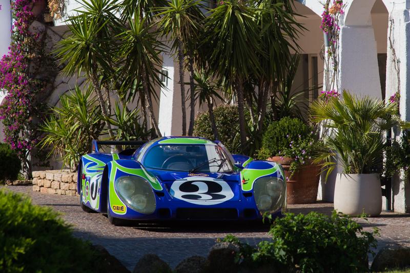 """La più bella del concorso di eleganza di Poltu Quatu Classic è la Porsche 917 LHdetta """"psychedelic"""" per la sua particolare livrea"""