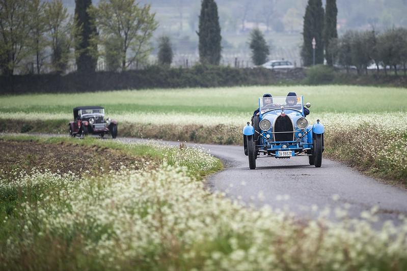 Franciacorta Historic gara di regolarità classica per auto a calendario ACI. Le vetture partecipanti atraverseranno la Franciacorta e il Lago d'Iseo.