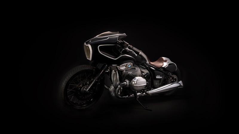 """La BMW Motorradpresenta la Blechmann R18. Il nome deriva dal suo realizzatore, il """"customizer"""" austriaco Bernhard Naumann conosciuto come Blechmann."""