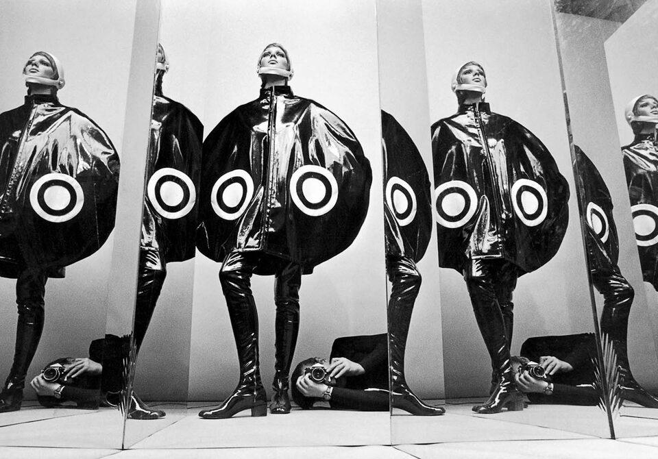 Helmut Newton, a 100 anni dalla sua nascita (31 ottobre 1920) rimane un personaggio complesso, provocatorio e discusso.
