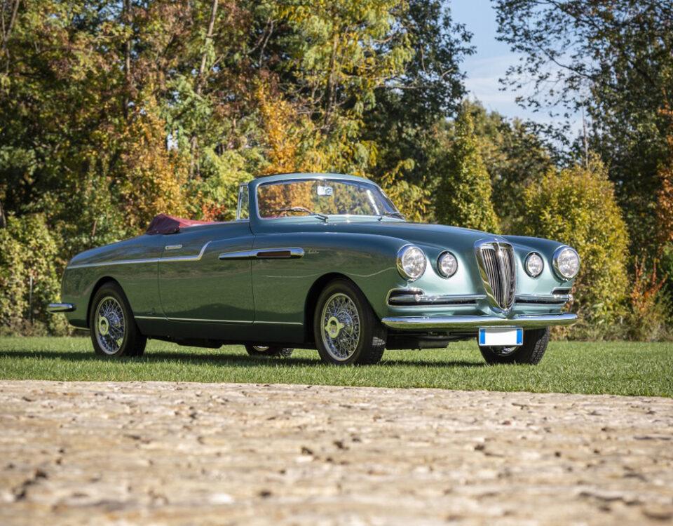 Sotheby's stupisce mettendo all'asta una vettura dalla bellezza inestimabile. Si tratta di una Lancia Aurelia B52 Spider by Vignale del 1953.