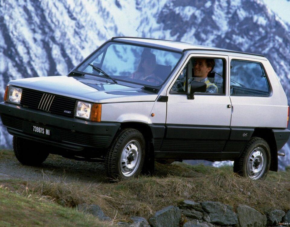 Fiat Panda 4x4 è stata un colpo di genio del Marketing FIAT. Il Lingotto ha saputo trasformare l'erede della 500in un'auto dalla doppia natura