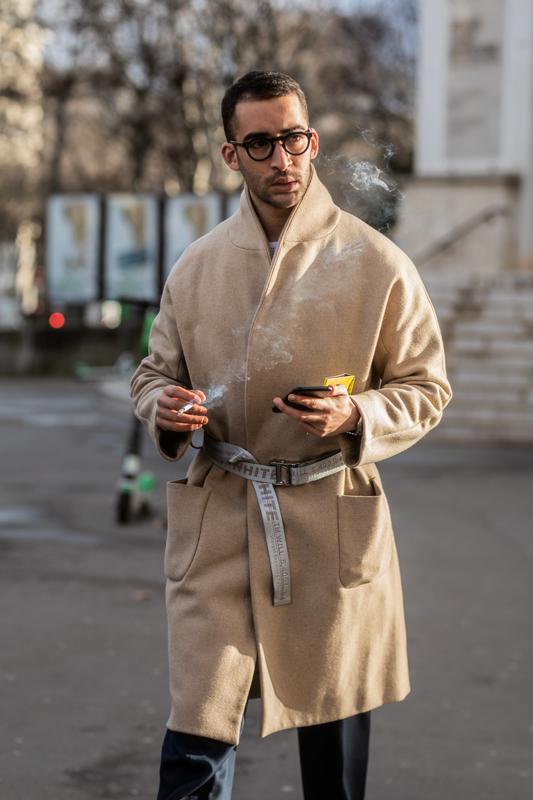 Il cappotto di cammello è uno dei pochi capi che introdotto nella metà degli anni '20 del secolo scorso non ha mai conosciuto un declino.