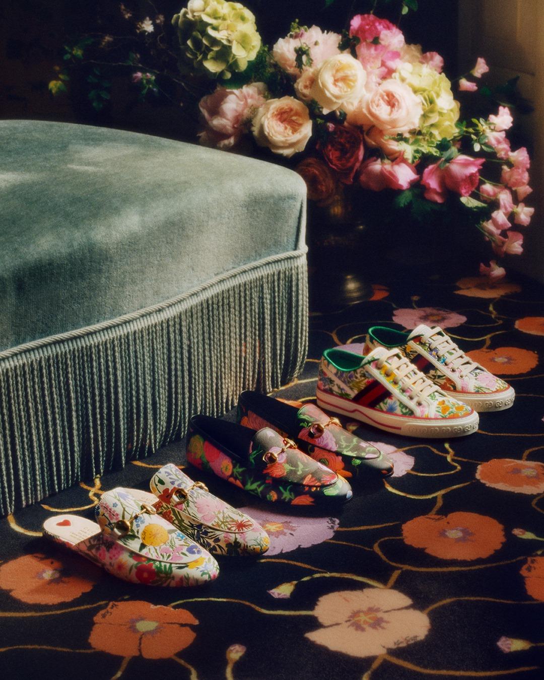 Ken Scott è il designer americano che ha vissuto a Milano durante gli anni 60 e 70.Grande creatore di tessuti con fantasie floreali oversize