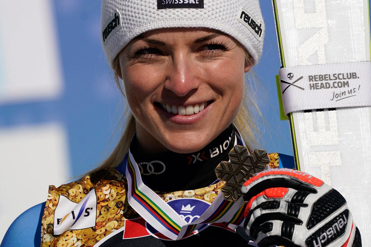 Lara Gut Behrami sul podio