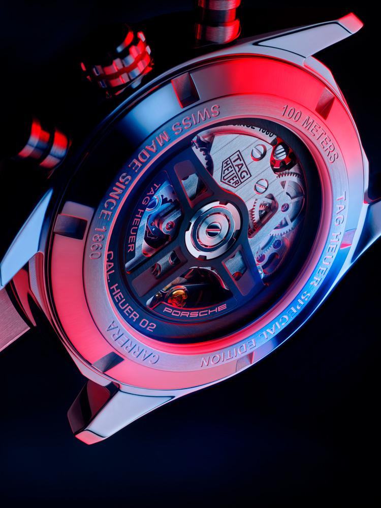 Tag Heuer e Porsche stringono una partnership unica e mai vista prima, tra una casa automobilistica e un brand di orologi.