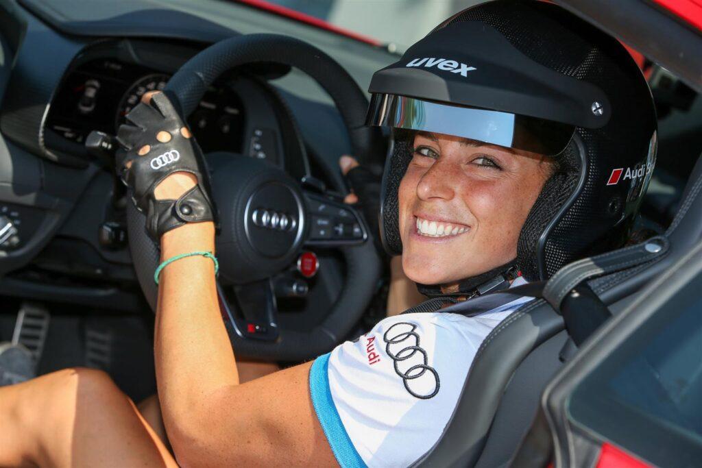 Federica Brignone ha un debole per lo sport in particolare per lo sci che ha iniziato a praticare sin da piccolissima.