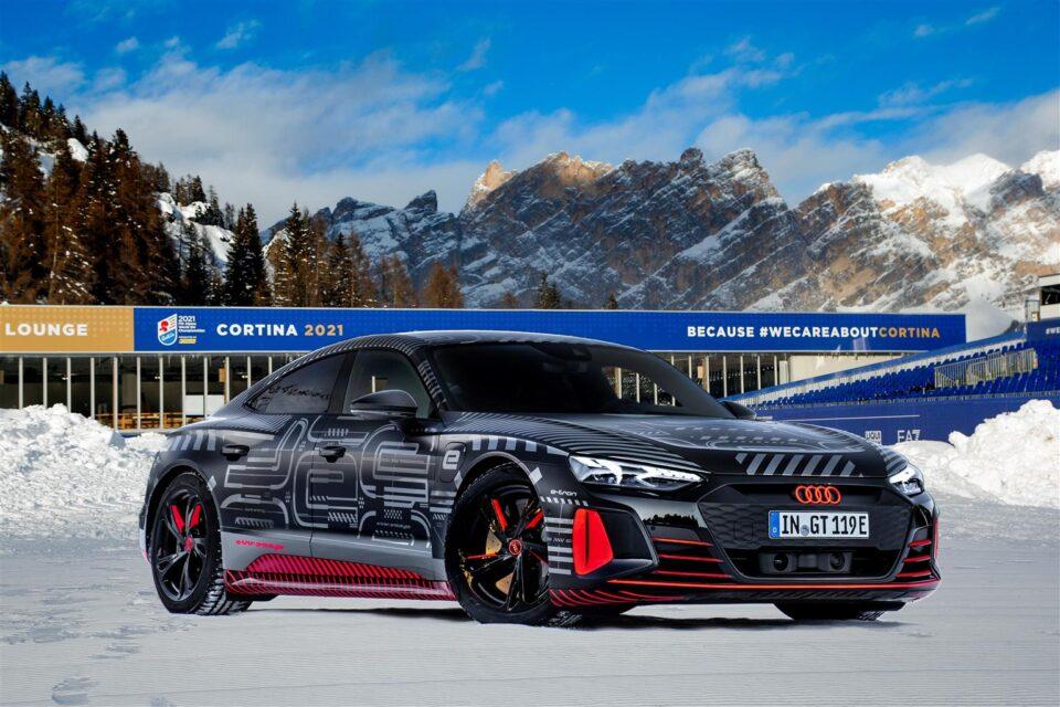 L'Audi RS e-tron GT versione prototipo pronta ad inaugurare i Mondiali di Cortina, in scena dal 7 al 21 febbraio. Sarà esposta in Piazza Roma.