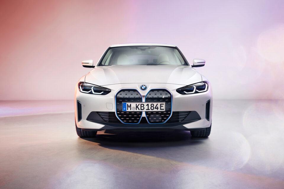 La BMW i4, sevelata oggi a Monaco, ha indicato quella che sarà l'idea e la concezione della vettura emissioni zero secondo la casa bavarse.