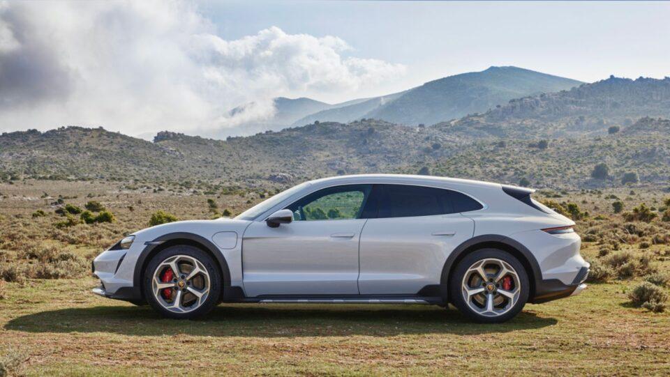 Taycan Cross Turismo, presentata oggi in anteprima mondiale, amplia la gamma di auto sportive completamente elettriche della Porsche.