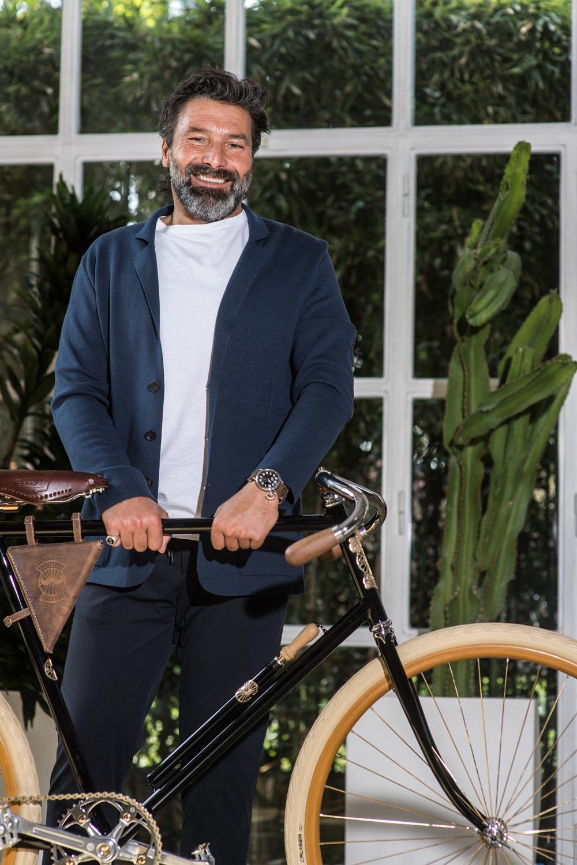 Cardigan Caruso, T-Shirt Caruso, Pantalone Tombolini, Orologio Cattelan cycles
