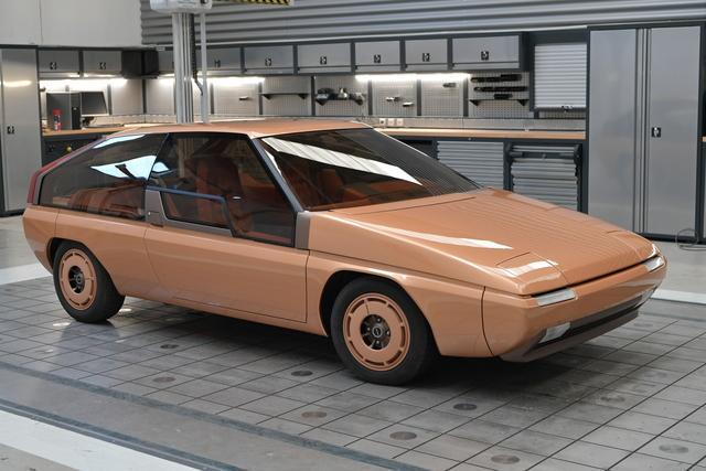 """La Mazda MX-81 Aria, prima concept car del brand giapponese, viene evocata dal docufilm """"La forma del tempo"""" a 40 anni dal suo lancio."""
