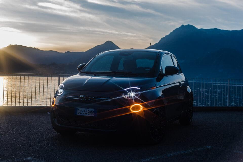 La Fiat 500e, è la nuova concezione della mobilità, tutta elettrica, con la quale la casa di Torino si proietta direttamente nel futuro.