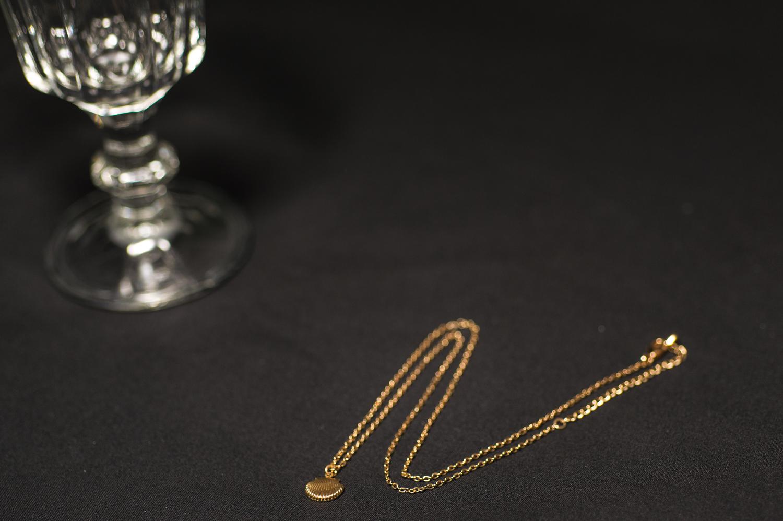 Alcoolique è il noto brand di abbigliamento femminile che sull'onda continua del rinnovamento e innovazione, lancia la sua linea di accessori
