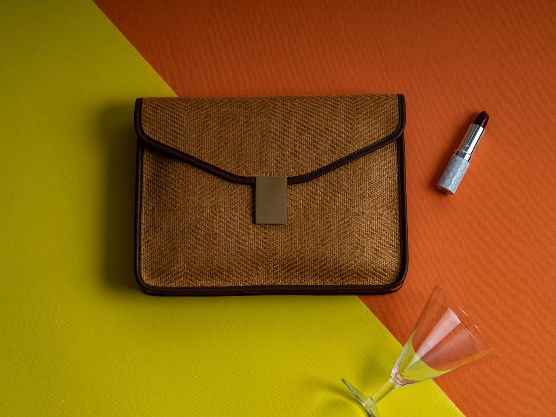 Le borse di rafia e paglia, o le intrecciate in generale, si confermano l'accessorio ricercato e di tendenza per questa estate 2021.