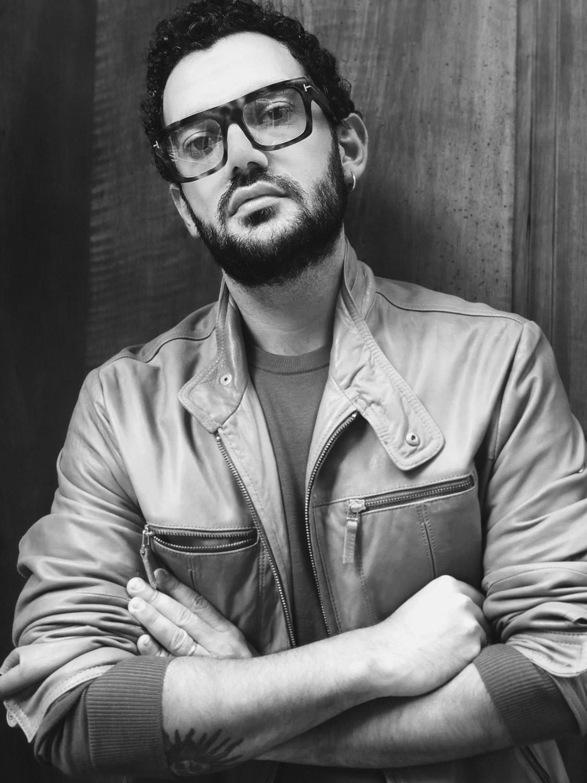 """Rocco Adriano Galluccio conosciuto come fondatore e design di """"Alcoolique"""" è il nuovo direttore creativo di Carla Carini."""