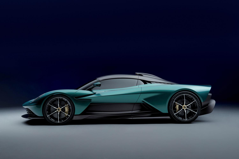 La Valhalla è la nuova supercar ibrida con la quale Aston Martin definisce, in modo sensazionale, la sua maestria nel guidare.