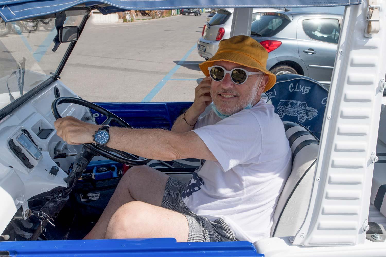 Daniel Dreifuss alla guida della sua Citroen Mehari