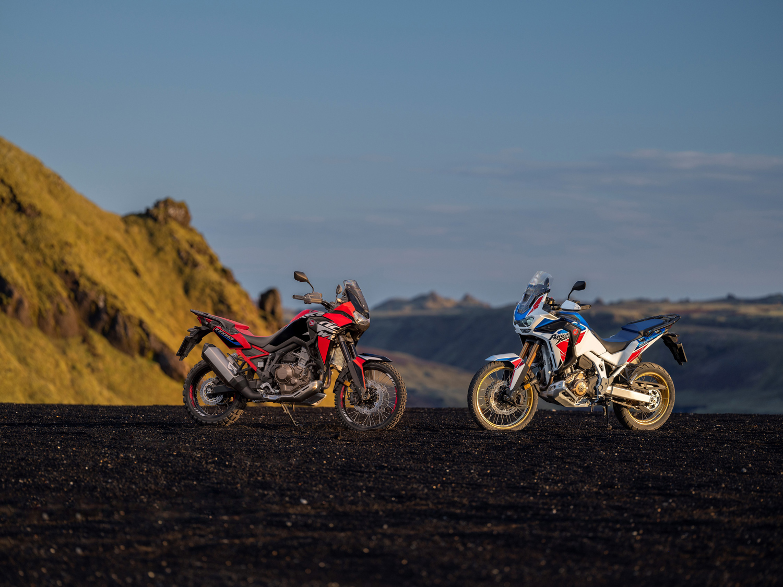 Honda Africa Twin e Africa Twin Adventure Sport si presentano per il 2022 con un look rinnovato e dotazioni tecnologiche innovative.